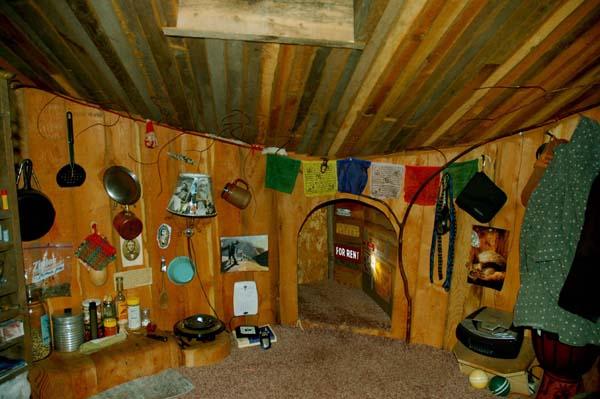 uomo vive in una caverna-5