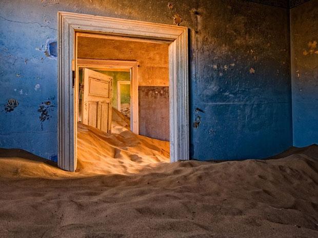 Kolmanskop nel deserto della Namibia - i posti abbandonati più belli del mondo