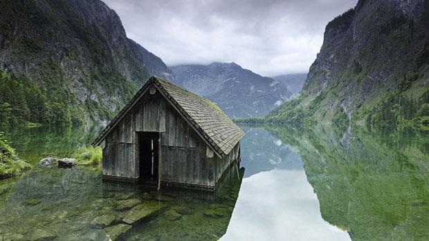 Una capanna di pescatori sul lago in Germania - i posti abbandonati più belli del mondo