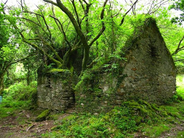 Una casa sul Kerry Way, sentiero tra Sneem e Kenmare in Irlanda - i posti abbandonati più belli del mondo