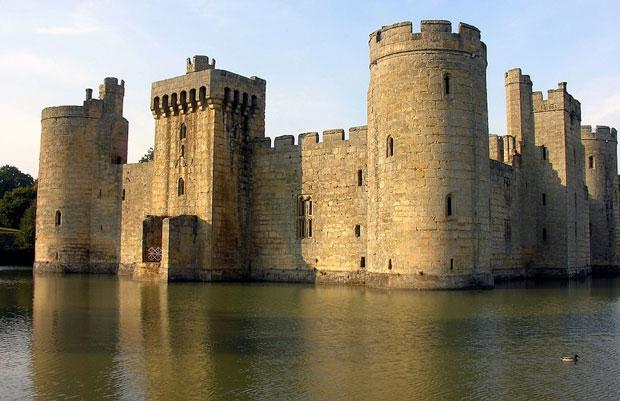 Il castello di Bodiam nell'East Sussex, Inghilterra - i posti abbandonati più belli del mondo