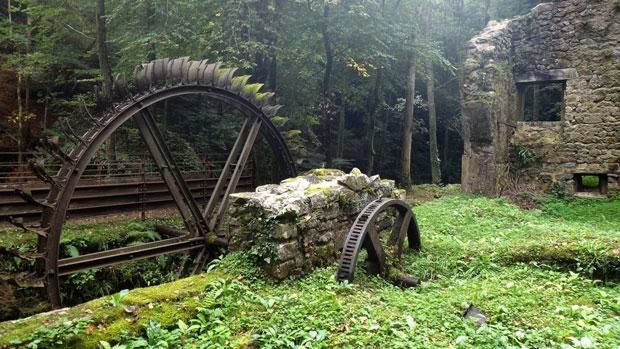 Un mulino abbandonato in francia - i posti abbandonati più belli del mondo