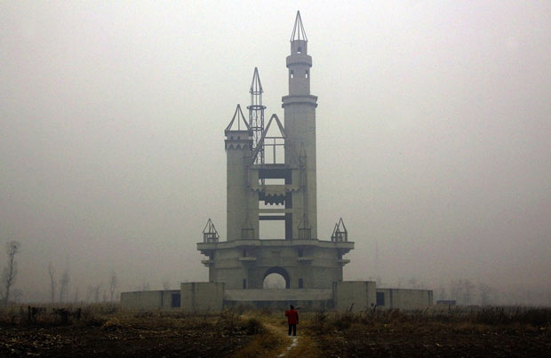 Un parco Disneyland rimasto incompleto vicino a Pechino in Cina - i posti abbandonati più belli del mondo