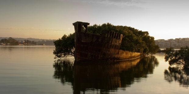 Un relitto nella Homebush Bay in Australia - i posti abbandonati più belli del mondo
