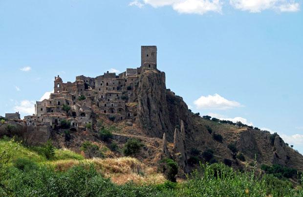 Il villaggio di Craco in Basilicata - i posti abbandonati più belli del mondo